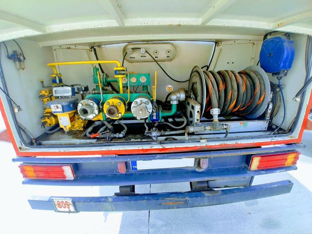 autocisterna na prepravu plynu FORD 2006