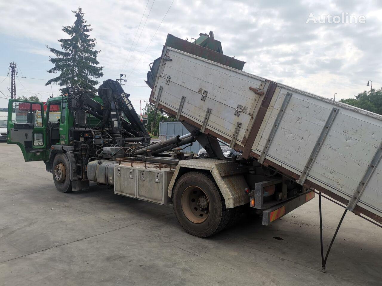 hákový nosič kontajnerov VOLVO FL6-18 mit HIAB kran hooklift container