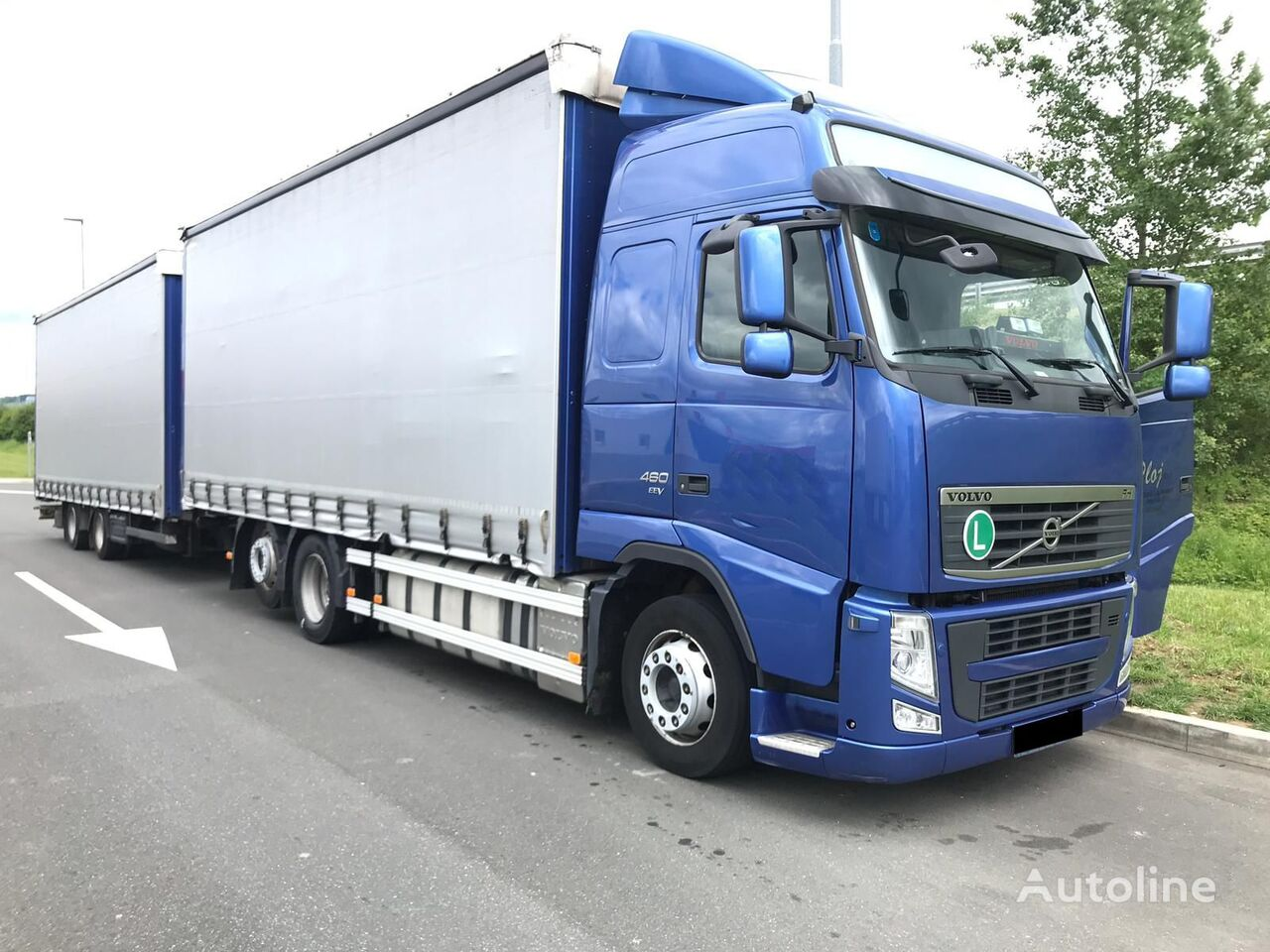 nákladne vozidlo s posuvnou plachtou VOLVO FH 13.480 + príves s bočnou plachtou
