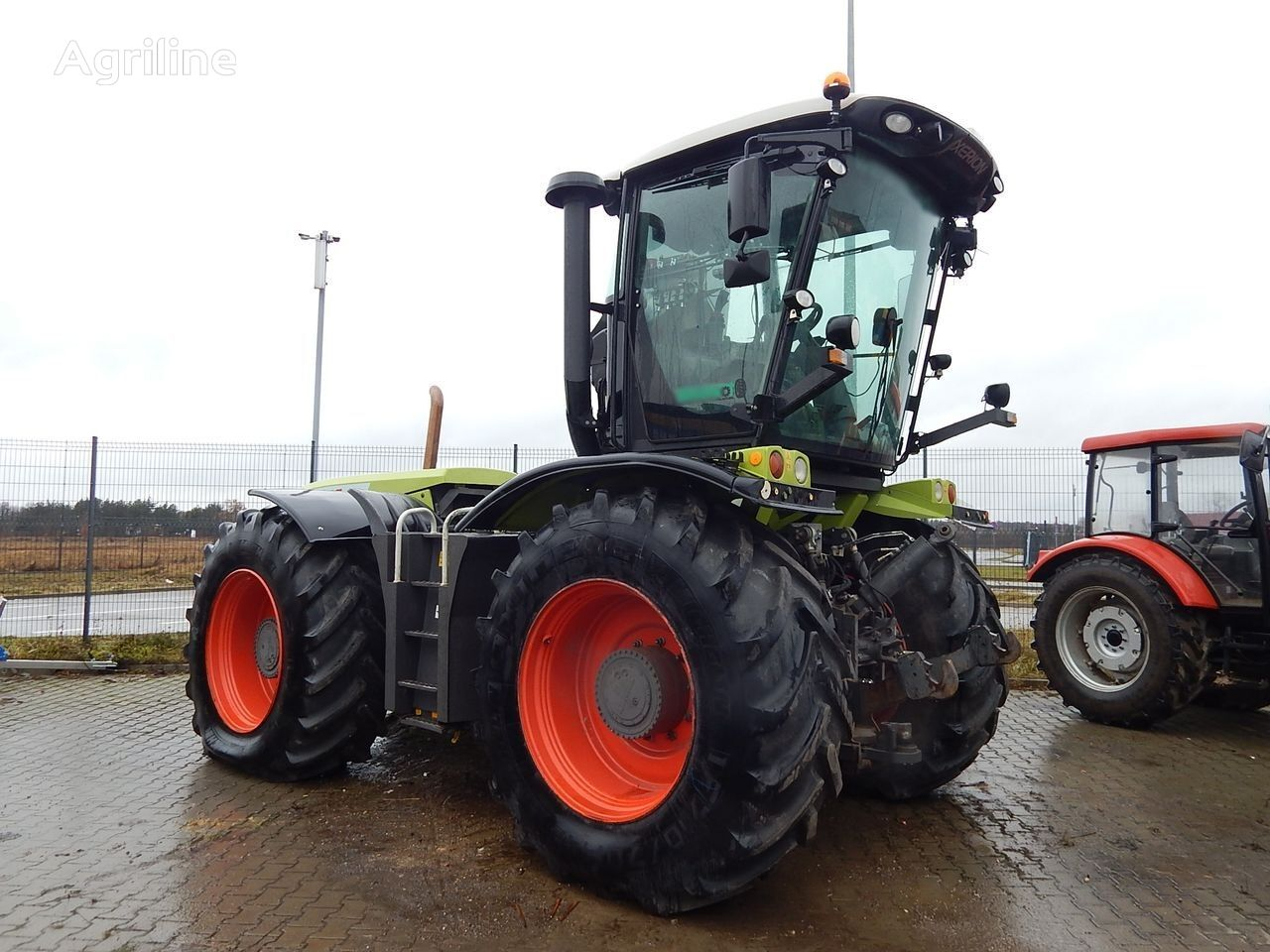 kolesový traktor CLAAS AGRICULTURAL TRACTOR XERION 3800 TRAC VC