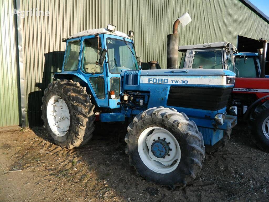 kolesový traktor FORD TW 30