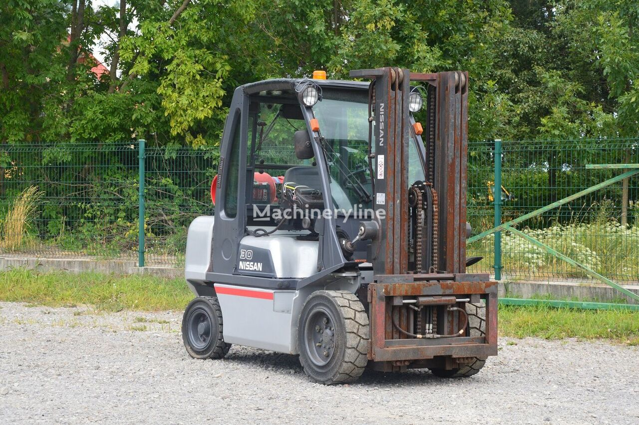 vysokozdvižný vidlicový vozík NISSAN G1D2A30LQ TRIPLEX 2010